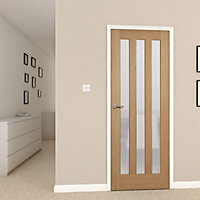 Vertical 3 panel Oak veneer Internal Door, (H)1981mm (W)762mm