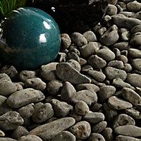 B&Q Black Stone Pebbles, 790kg Bag