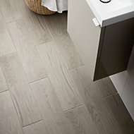 Arrezo Grey Matt Wood effect Porcelain Floor tile, Pack of 14, (L)600mm (W)150mm