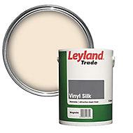 Leyland Trade Magnolia Vinyl silk Emulsion paint, 5L