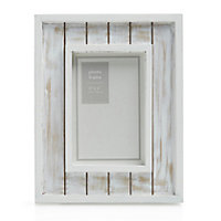 White Single Picture frame (H)23.3cm x (W)18.4cm