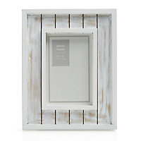 White Single Picture frame (H)23.3cm x (W)18.4cm