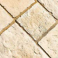 Weathered limestone Circle squaring off paving pack 1.69m²
