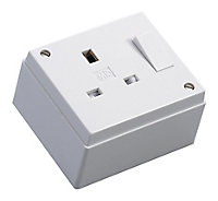 MK 13A White Single Switched Socket