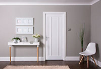 3 panel Patterned Unglazed Traditional Smooth White Internal Door, (H)1981mm (W)610mm