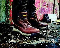 DeWaltApprentice GalacticSafety boots, Size 7