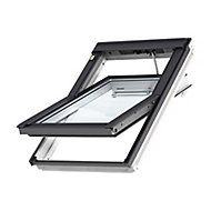 VELUX White Timber Centre pivot Roof window (H)780mm (W)550mm