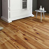 Bravo Natural Wood effect Laminate flooring, 1.76m² Pack