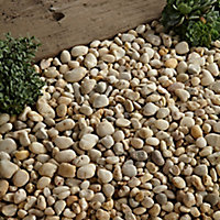 Blooma Amber pearl Decorative stones, Large 22.5kg Bag
