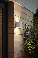 Blooma Edna Matt White Mains-powered LED Outdoor Wall light 1154lm