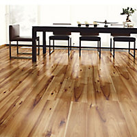 Bravo Natural Wood effect Flooring, 1.76m² Pack