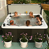 Canadian Spa Toronto 6 person Hot tub