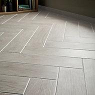 Cotage wood White Matt Wood effect Porcelain Wall & floor Tile, Pack of 4, (L)1200mm (W)200mm