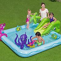 Fantastic aquarium Water park Play centre