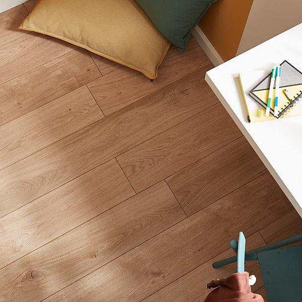 Goodhome Gladstone Natural Oak Effect, Natural Laminate Flooring
