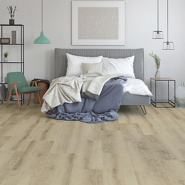 Goodhome Ledbury Light Brown Oak Effect, Wide Plank Oak Laminate Flooring