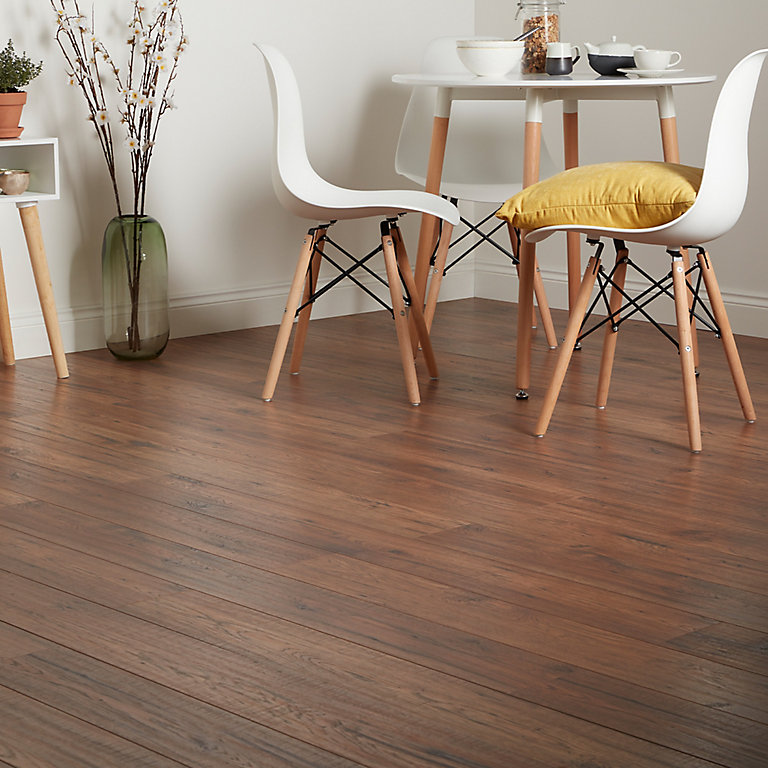 Goodhome Otley Brown Dark Oak Effect, Dark Brown Laminate Flooring