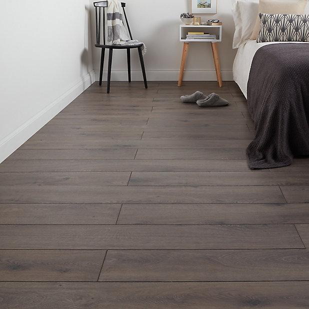 Goodhome Strood Grey Oak Effect, Grey Wash Laminate Flooring