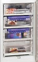 Hotpoint HM325NI 50:50 White Integrated Fridge freezer