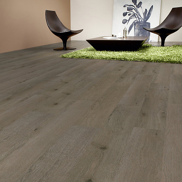 Nailsea Grey Oak Effect Laminate, Sticky Laminate Flooring