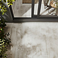 Pine wood White Matt Wood effect Porcelain Outdoor Floor Tile, Pack of 8, (L)800mm (W)200mm