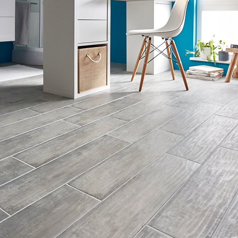 Soft patinated Grey Matt Wood effect Porcelain Floor tile, Pack of 11,  (L)600mm (W)150mm | DIY at B&Q