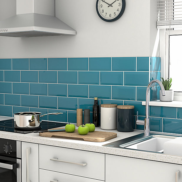 Trentie Turquoise Gloss Metro Ceramic Wall Tile Pack Of 40 L 200mm W 100mm Diy At B Q
