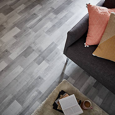 Colours Rockhampton Grey Oak effect Laminate flooring