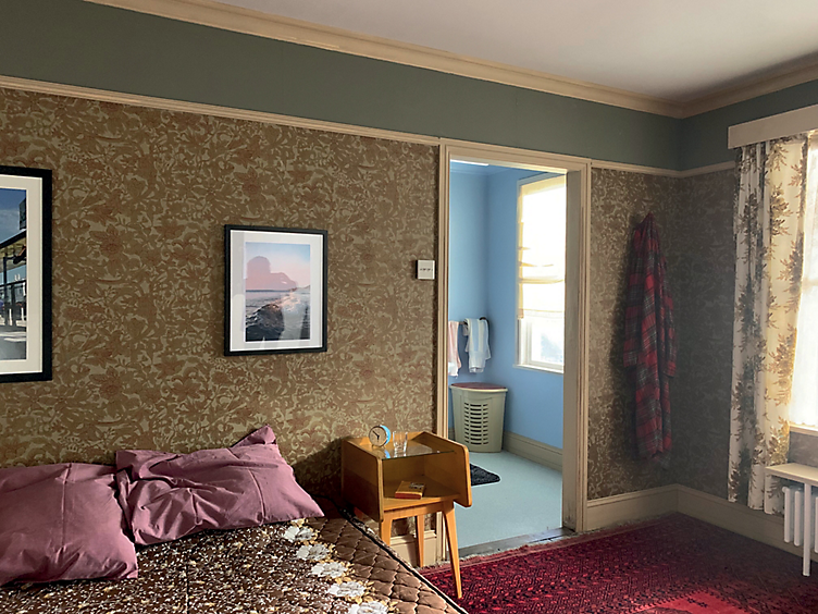 Outdated bedroom